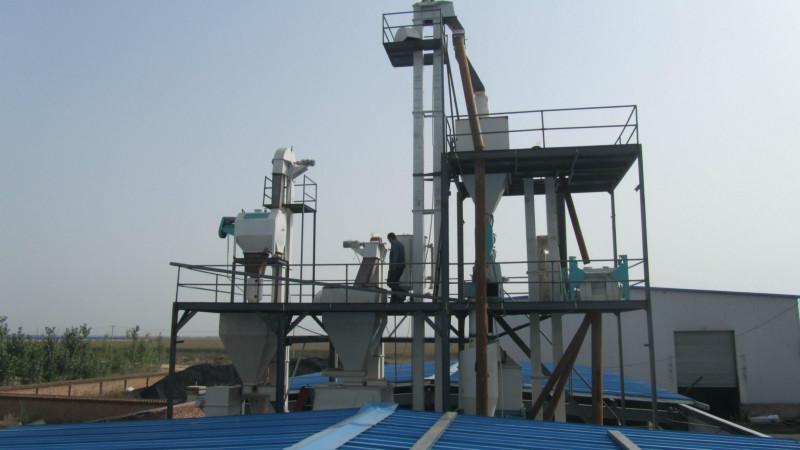 供应鸡鸭颗粒饲料加工生产机组/320颗粒饲料机组/全钢架结构
