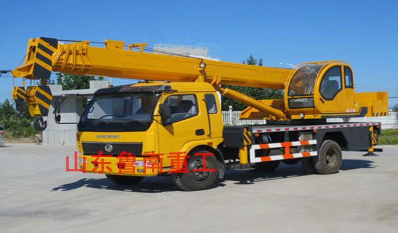 供应小型吊车山东鲁南吊车起重机械