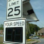 雷达测速屏 车速反馈仪图片