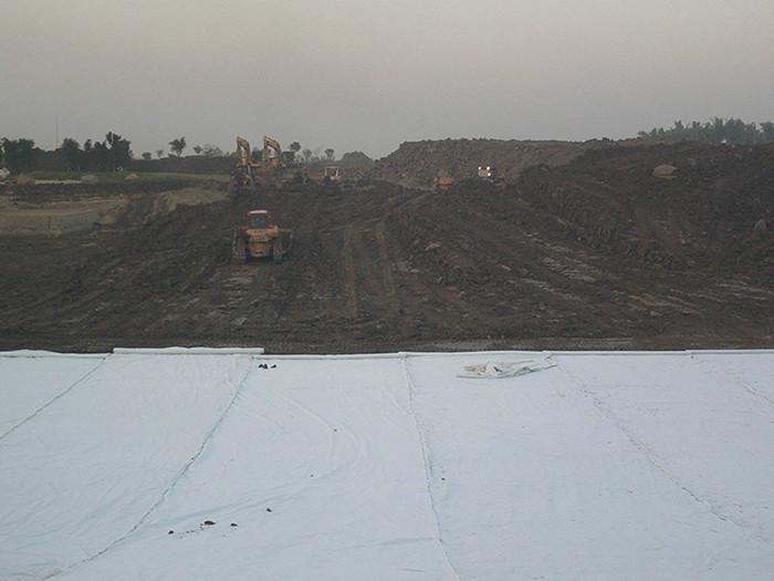 山东复合土工膜经销商 600/700/800克两布一膜新型防渗材料