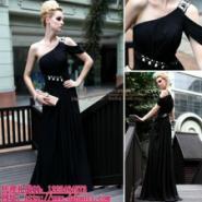 黑色显瘦晚礼服图片