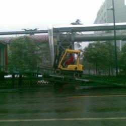 供应山东载重10吨移動式登車橋供货商