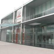 4S店钢化玻璃图片