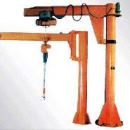 定柱式旋臂起重机图片
