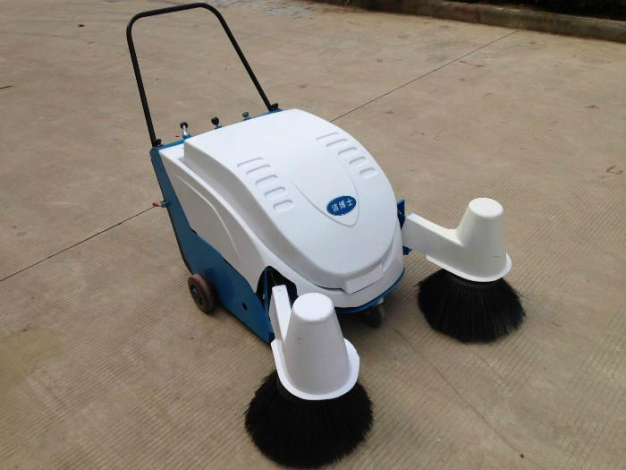 供应莱芜清扫车930型双边刷扫地机