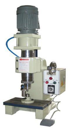 供应台式大型气压旋铆机脚轮旋铆机