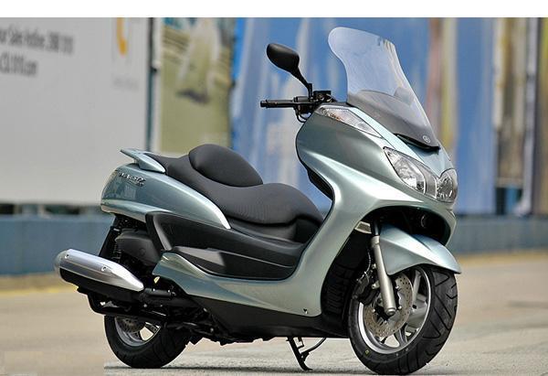 雅马哈150cc摩托车