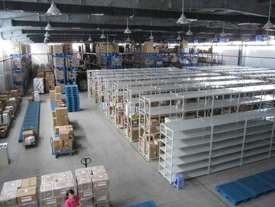 供应中型仓储货架图片
