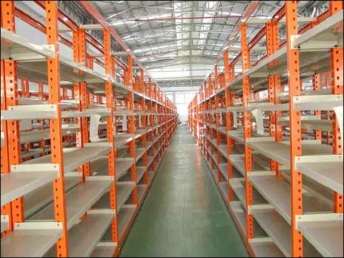 供应仓储式中型货架图片