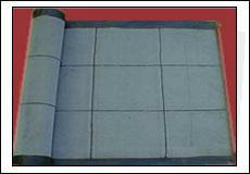 供应唐山黑胶条振动筛石油振动筛直销厂 家