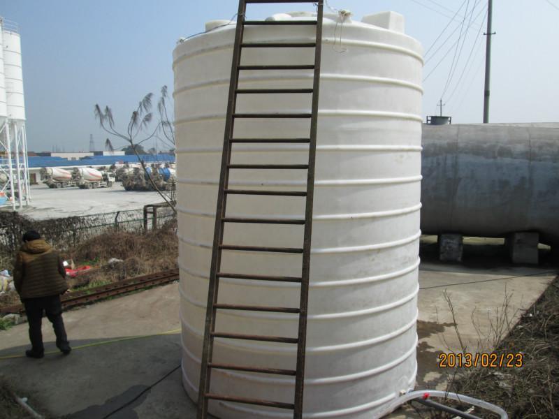 供应立式圆柱形塑料储罐图片