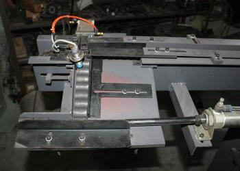 中频炉加热棒料送料机构图片