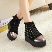 供应2013秋冬新款女鞋 欧美时尚骷髅头坡跟单鞋 厚底金属装饰女靴短