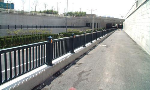 市政道路尺寸_市政道路护栏PVC塑钢坚固美观规格作用【