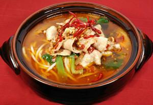 砂锅米线的做法 砂锅米线的做法大全 怎样过桥米线酱料 特色小吃的做