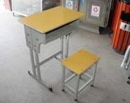 学生双人课桌椅厂家图片