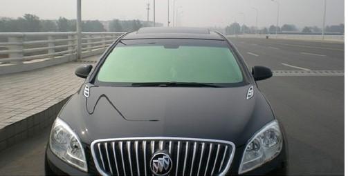 前挡风玻璃贴膜 汽车贴膜品牌宇龙 品质保证   前挡风玻璃高清图片