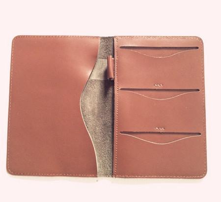 供应上海厂家定做生产真皮护照夹 真皮卡夹 名片夹 票夹 等皮具制品