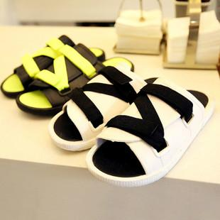 供应韩版夏日个性拖鞋图片