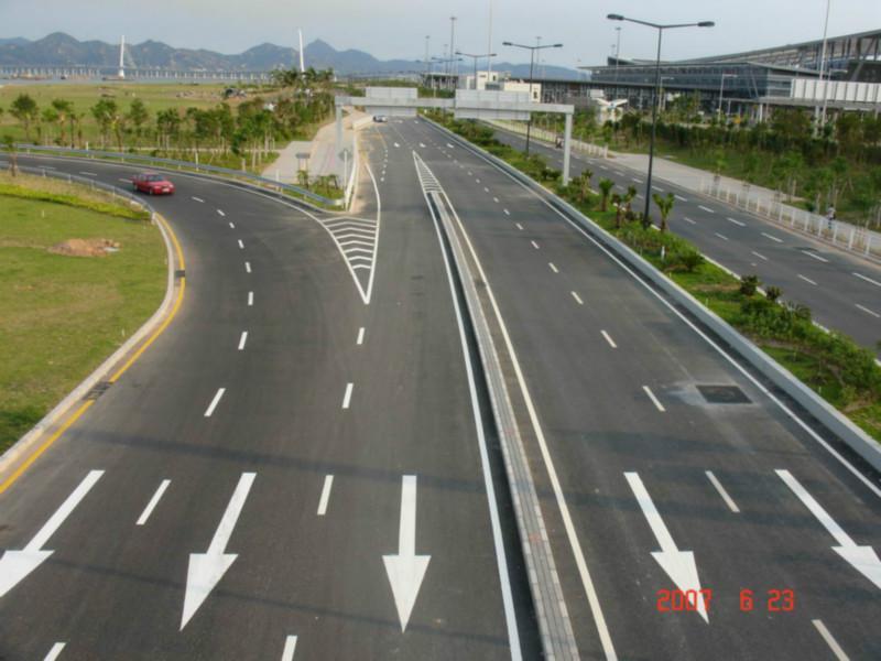 标志线 东莞停车场画线 人行道画减速带 指示线 粤新交通图高清图片