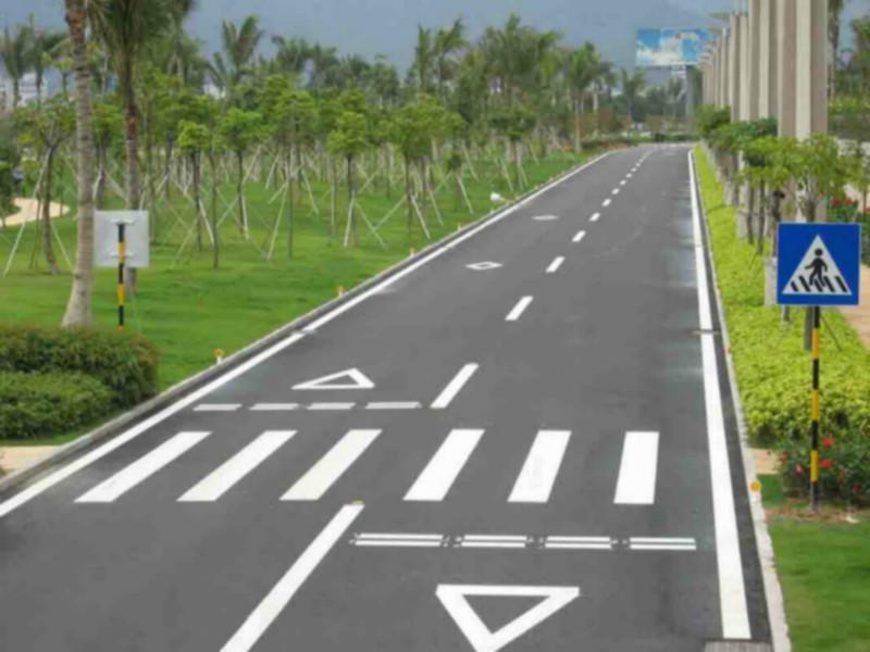 道路标志线东莞停车场画线画减速带 道路标志线东莞停车场高清图片