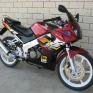 供应本田CBR150R  摩托车报价  本田摩托车  摩托车跑车