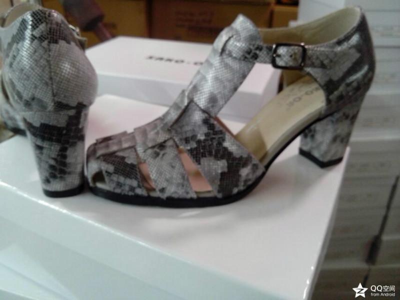 供应蛇纹皮凉鞋