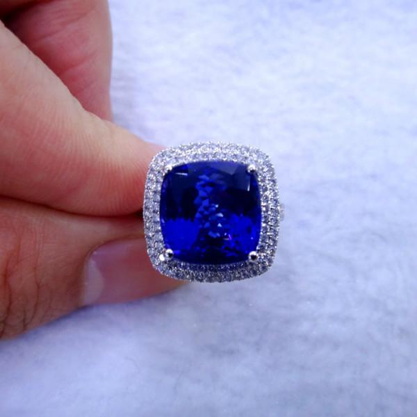 供应18K白金伴钻镶嵌方枕坦桑石戒指