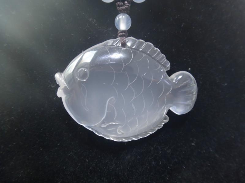 供应天然乳白晶雕件可爱小鱼乳白晶吊坠