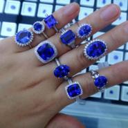 经典18K白金镶嵌坦桑石裸石戒指图片