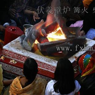 西藏丽江九寨沟篝火晚会壁炉柴堆图片