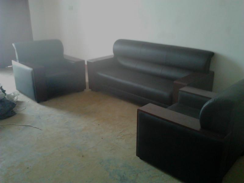 西皮沙发接待3人沙发西皮老板沙发茶几木扶手皮面沙发襄阳区 西皮沙发厂家 西皮沙发厂家直销