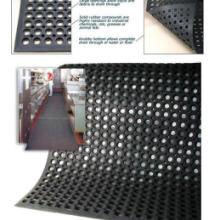 供应青岛橡胶地垫带孔橡胶垫甲板垫批发